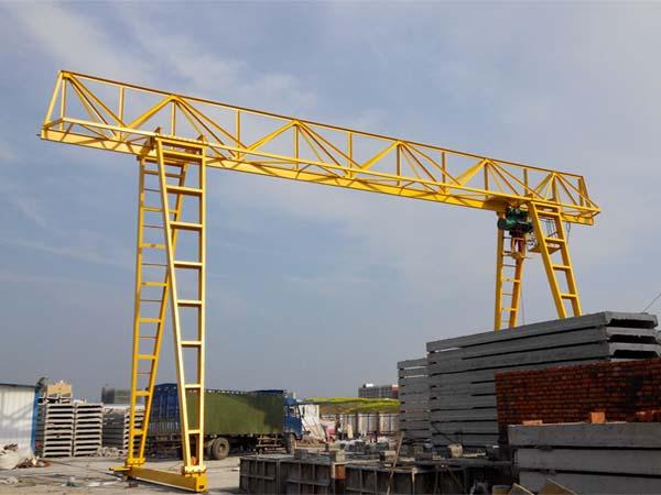 水泥制品行业货场用10T门式起重机